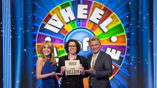 winning-wheel-of-fortune-math-teacher-sarah-manchester-with-co-hosts-vanna-white-and-pat-saja-1